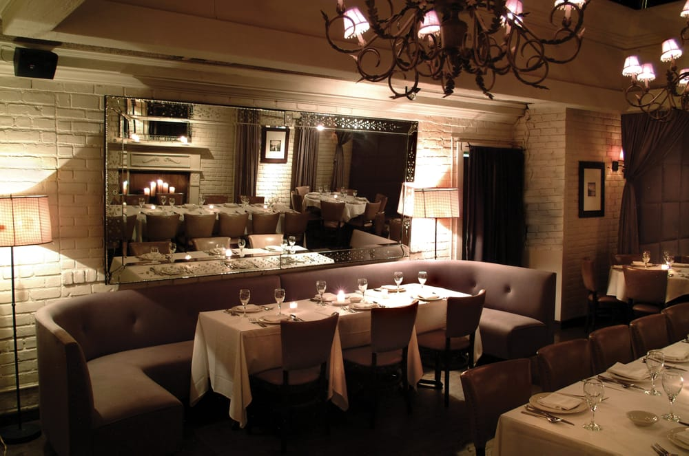 Luigi's Restaurant & Bar: 265-21 Union Tpke, New Hyde Park, NY