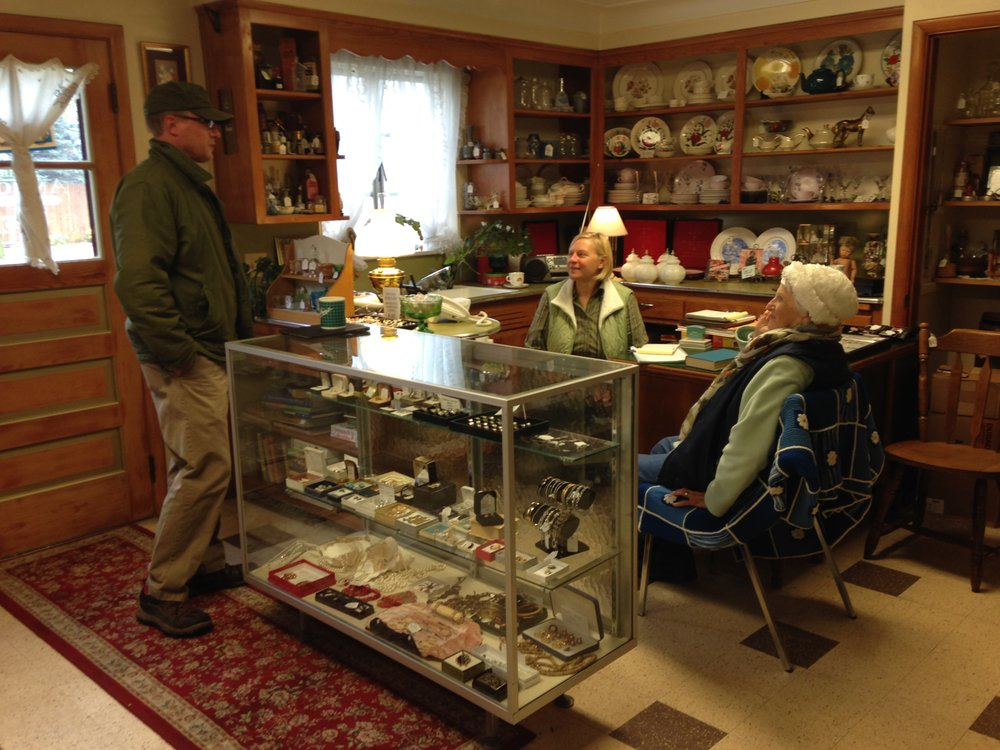 HH Antiques & Collectible Mall: 14 N Holland Sylvania Rd, Toledo, OH