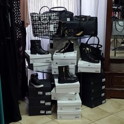 Viale Italia Outlet - 11 Photos - Shoe Stores - Viale Italia 62 ...