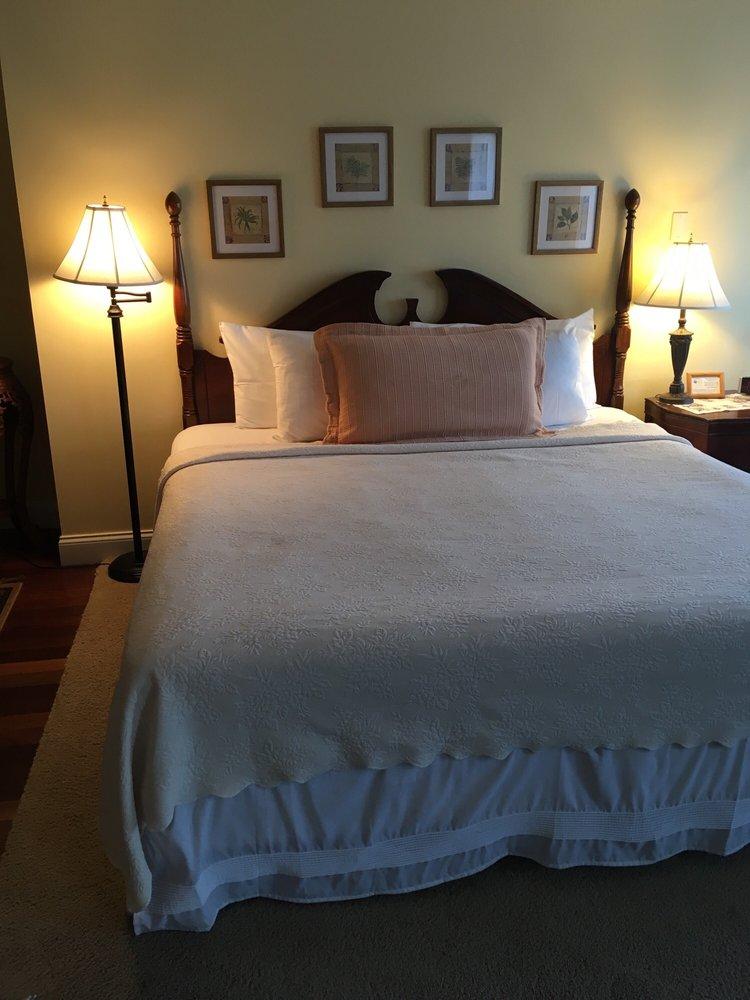 Black Walnut Inn: 1184 N Pleasant St, Amherst, MA