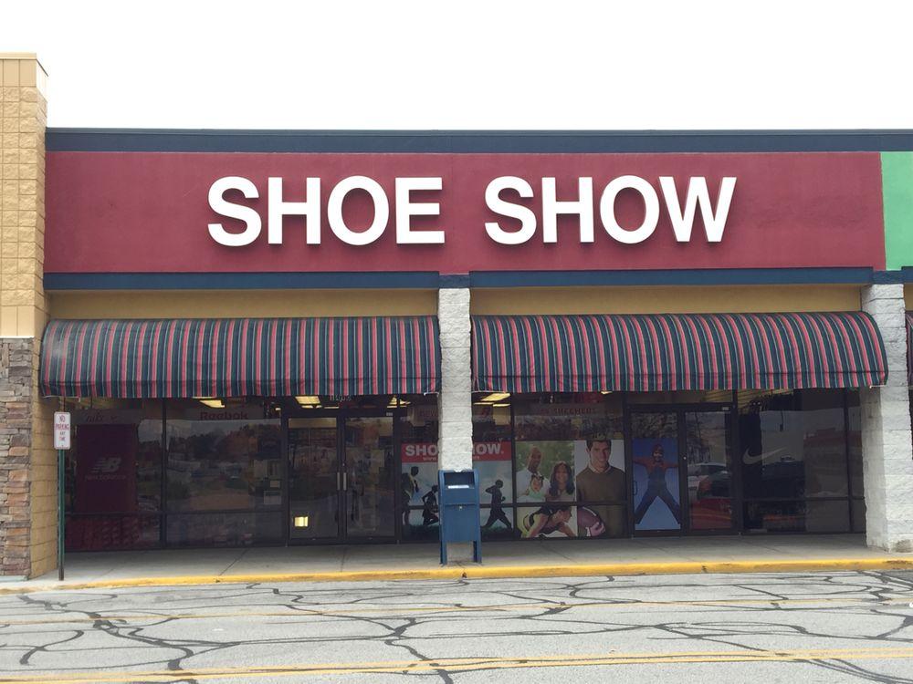 Shoe Show: 1490 Pilgrim Ln, Plymouth, IN
