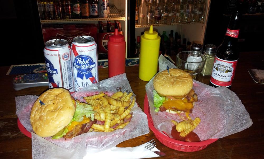 Keg Tavern: 111 W Van Buren St, Leesburg, IN