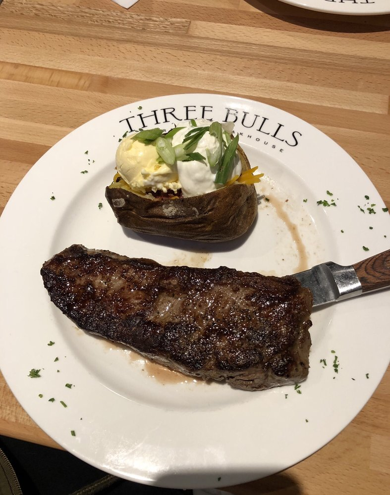Three Bulls American Steakhouse: 1480 River Ridge Dr, Clemmons, NC