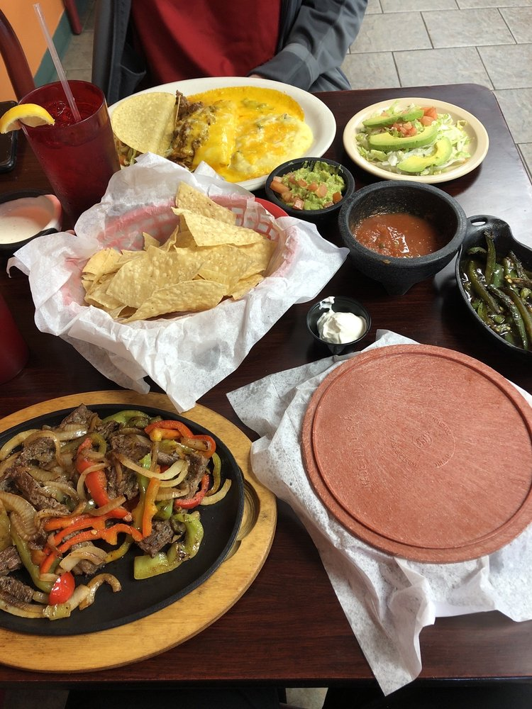 Locos restaurant and Bar: 603 W Waylon Jennings Blvd, Littlefield, TX