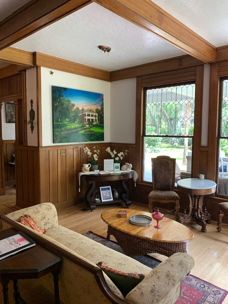 Herlong Mansion Bed & Breakfast: 402 NE Cholokka Blvd, Micanopy, FL