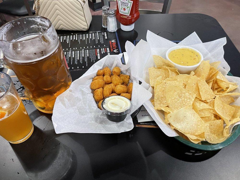 Ref's Sports Bar & Grill: 18900 Edna St, Omaha, NE