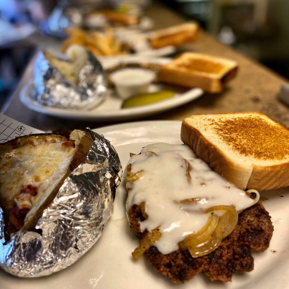 Old Town Grille: 50 River Run Rd, Childersburg, AL