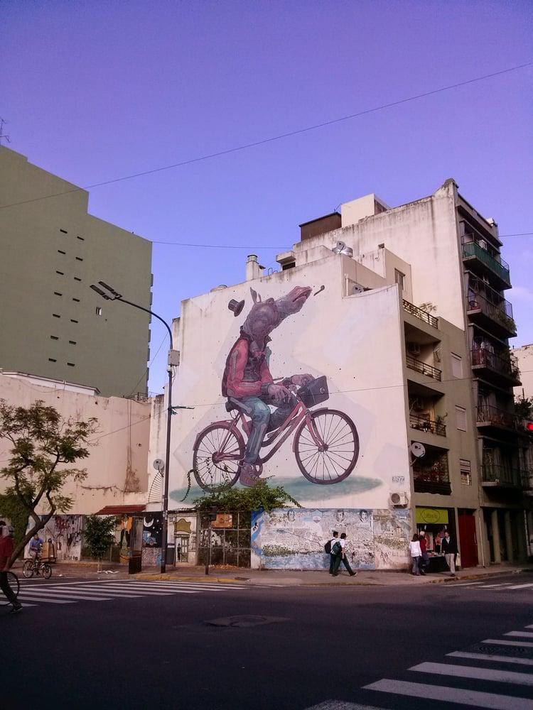 Graffiti ARYZ Caballo en Bicicleta: Av. Independencia 688, Buenos Aires, C
