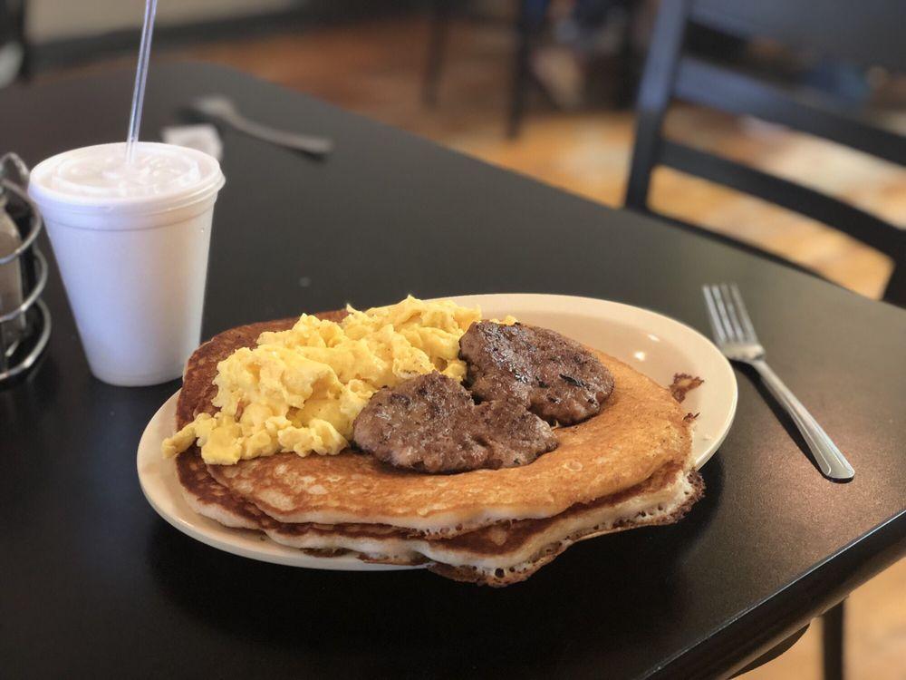 Bisbee Breakfast Club: 75 Erie St, Bisbee, AZ
