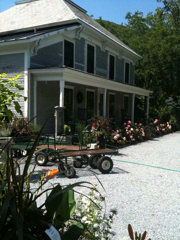 Rocky Dale Gardens: 806 Rockydale Rd, Lincoln, VT