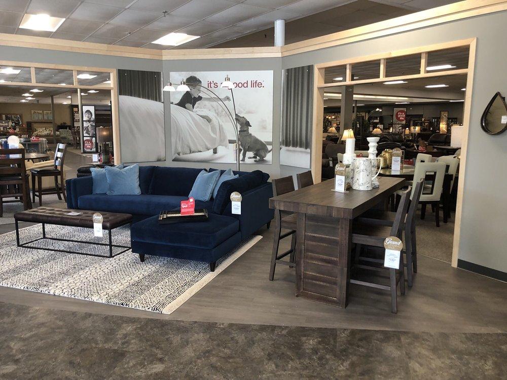 Slumberland Furniture - Albert Lea: 822 S Broadway Ave, Albert Lea, MN