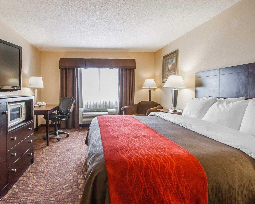 Comfort Inn & Suites: 8425 N Cracker Barrel Rd, Tucson, AZ