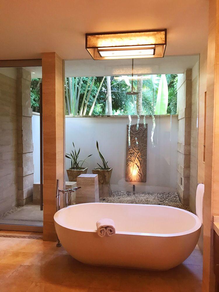 Biggest bath tub I\'ve ever seen - Yelp
