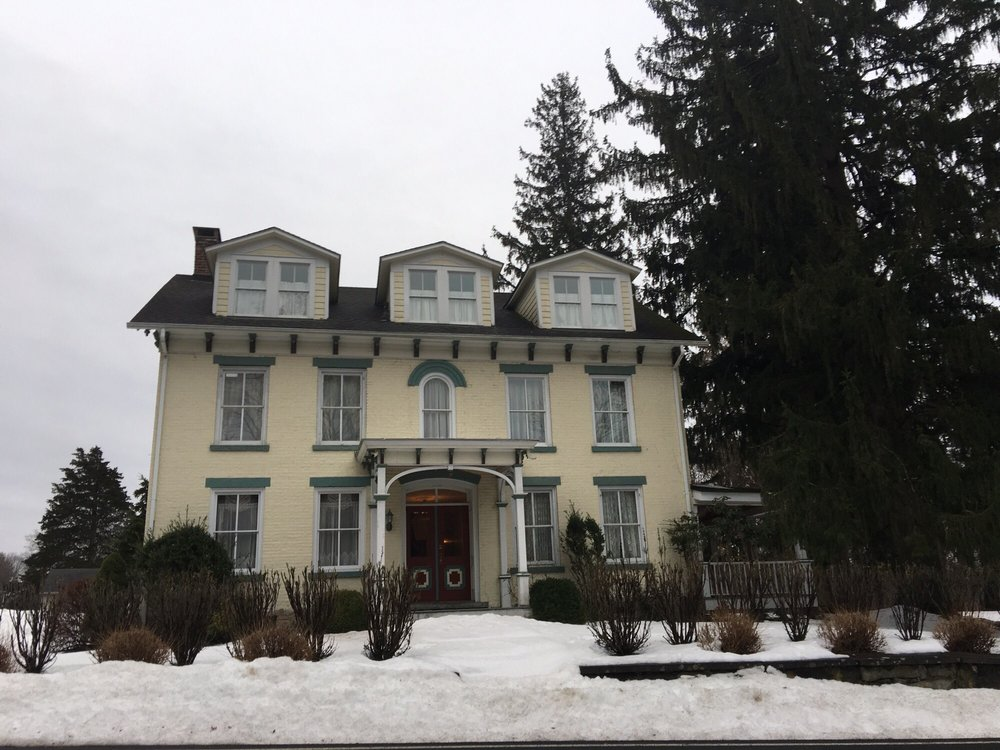 The Sheeley House Bed and Breakfast: 6 Fairview Ave, High Falls, NY
