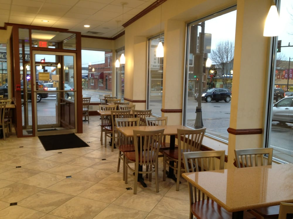 Picnic Basket Libertyville : Right side dining area perfect view of the park yelp