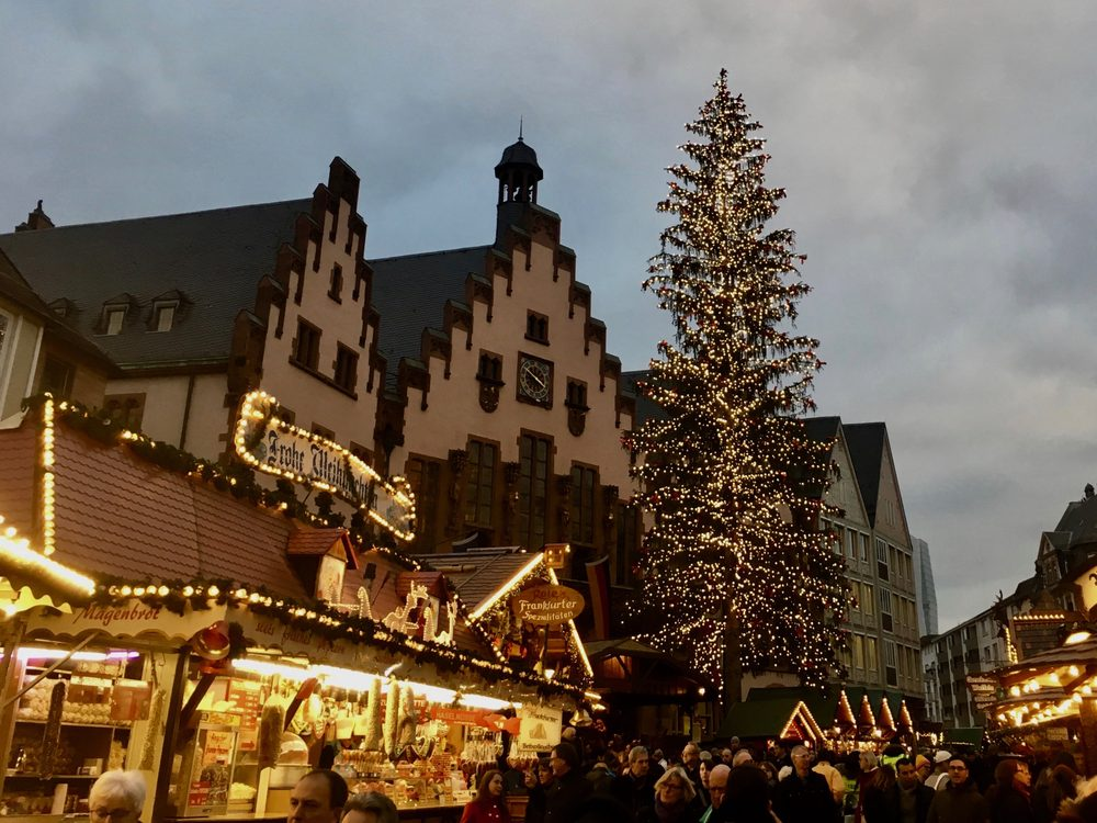Weihnachtsmarkt Frankfurt Main.2016 Ffm Weihnachtsmarkt Am Römer Mit Baum Yelp