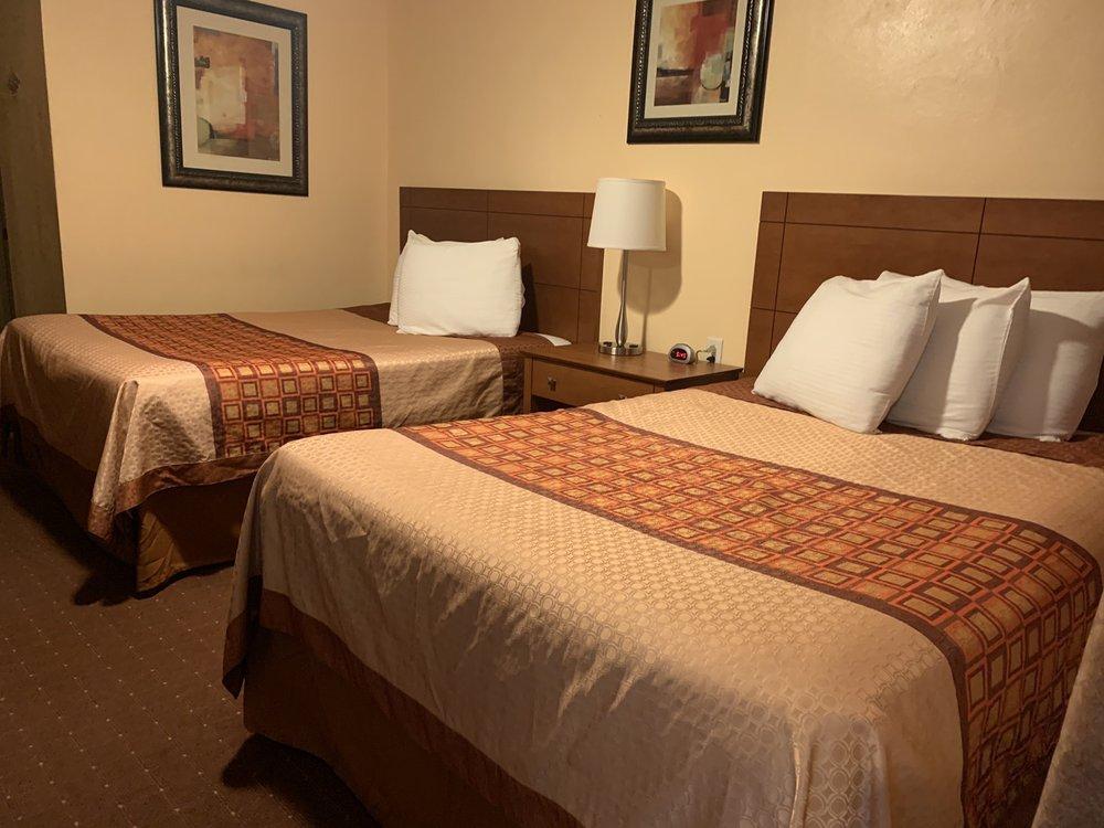 White Sands Motel: 1101 S White Sands Blvd, Alamogordo, NM