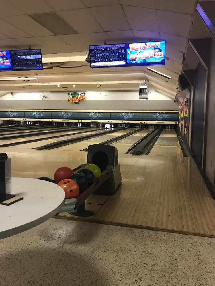 Stone Bowling Lanes: 3746 Montgomery Rd, Cincinnati, OH