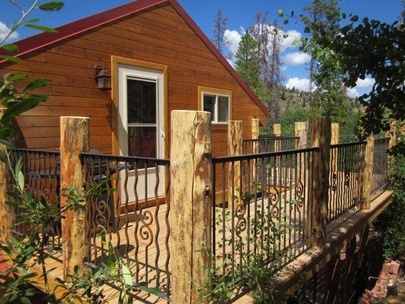 Aspen Creek Cabin: 1124 State Hwy 11, Laramie, WY