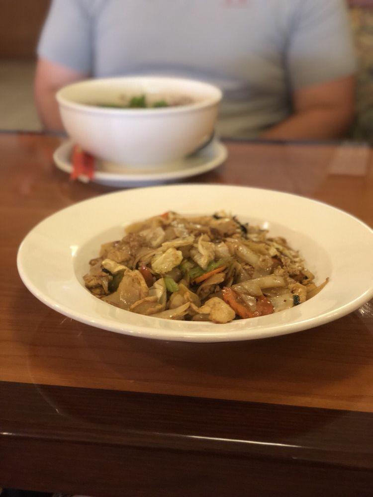 Siam Noodles Thai Cuisine: 7016 SE 15th St, Midwest City, OK