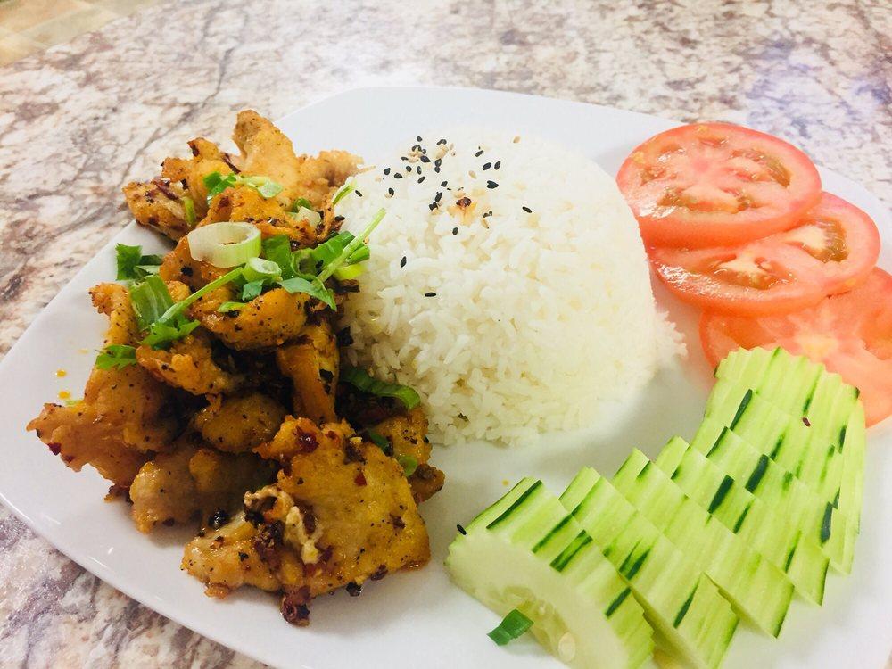 Moi's Thai Cafe: 11332 Pleasant Valley Rd, Penn Valley, CA
