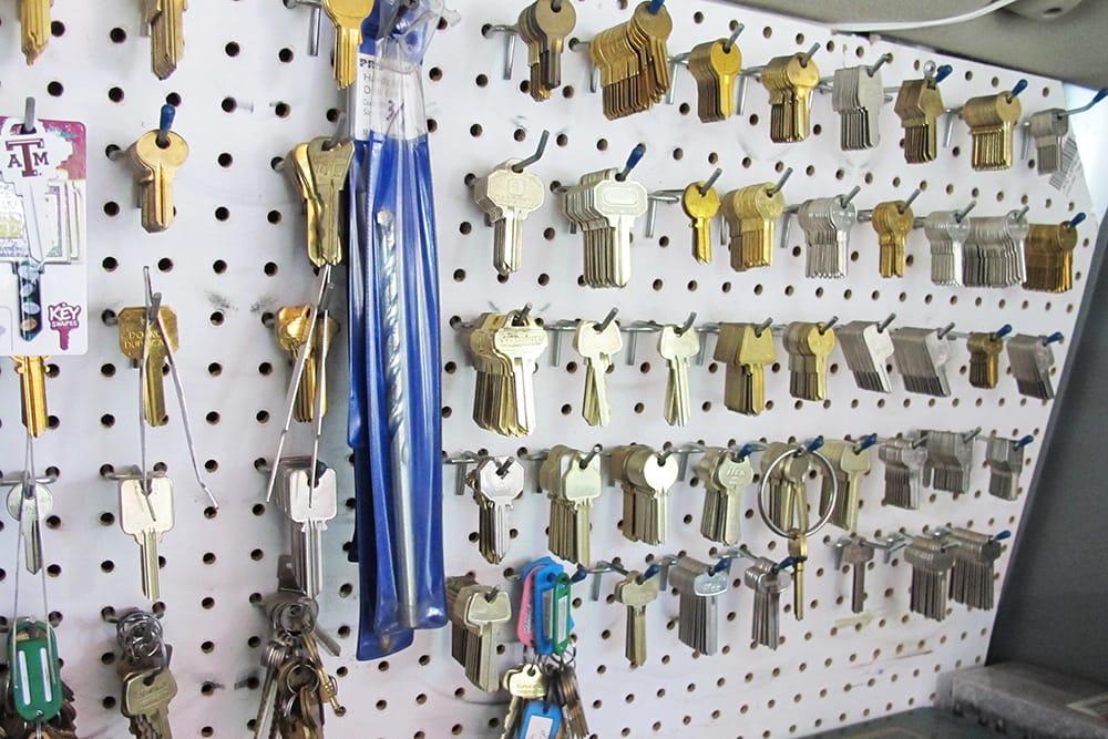 Super Lock & Key: 1034 Gramercy Dr, Los Angeles, CA