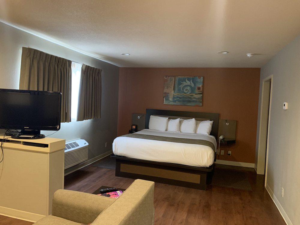 Photo of Hotel At Waterwalk: Wichita, KS