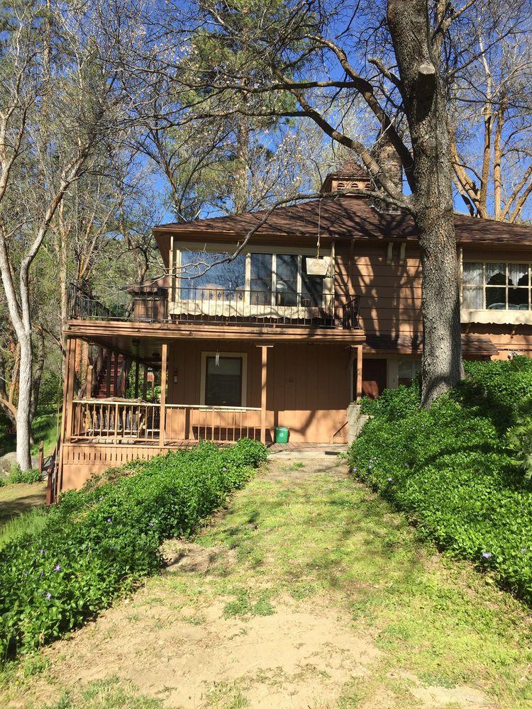 Durrwood Creekside Lodge B&B: 100 Mountain 99 Hwy, Kernville, CA