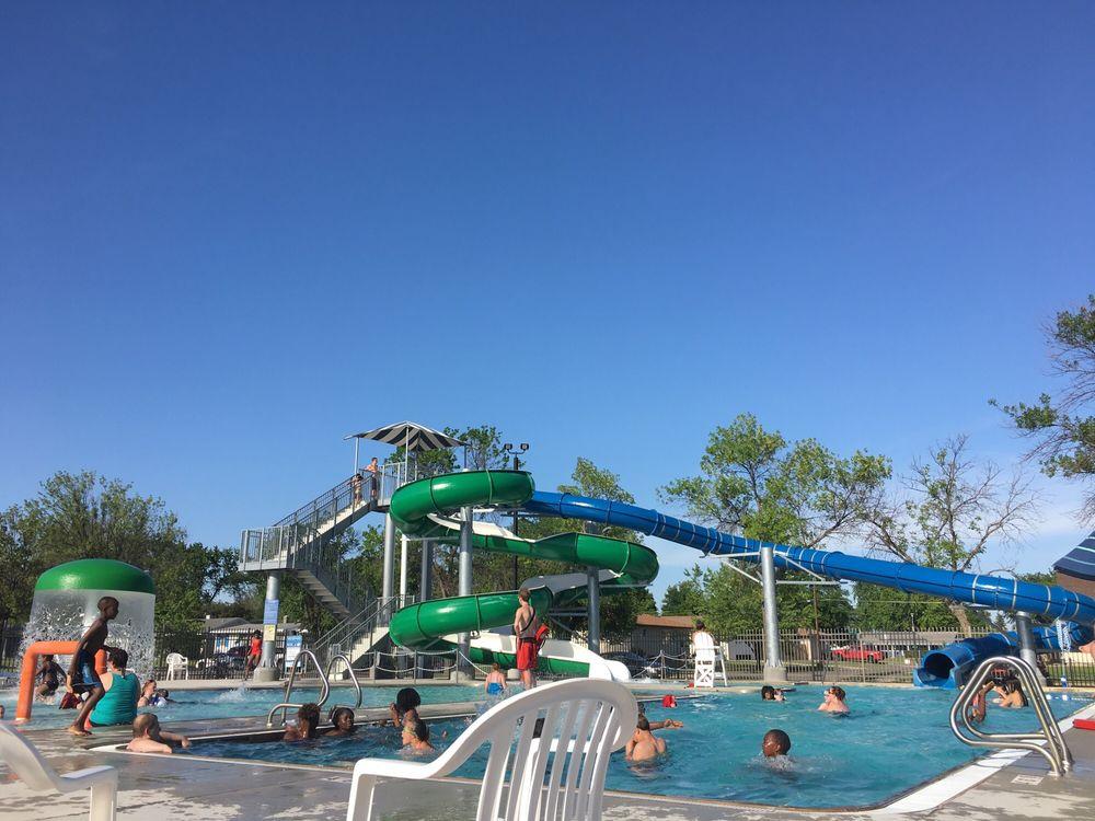 Veterans Memorial Pool: 131 6th Ave E, West Fargo, ND