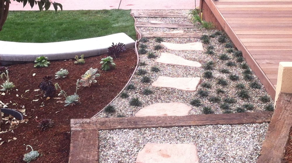 Pea gravel stones california natives drought tolerant for Landscaping rocks in los angeles