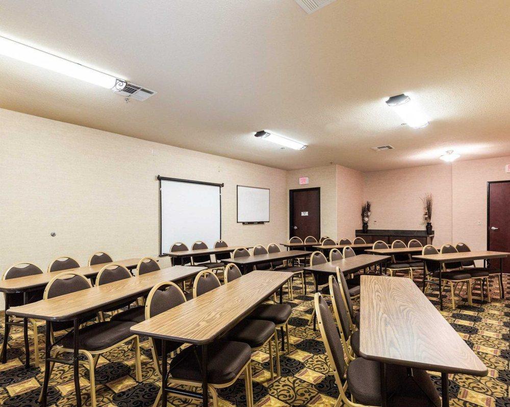 Quality Suites: 631 I-45 South, Huntsville, TX