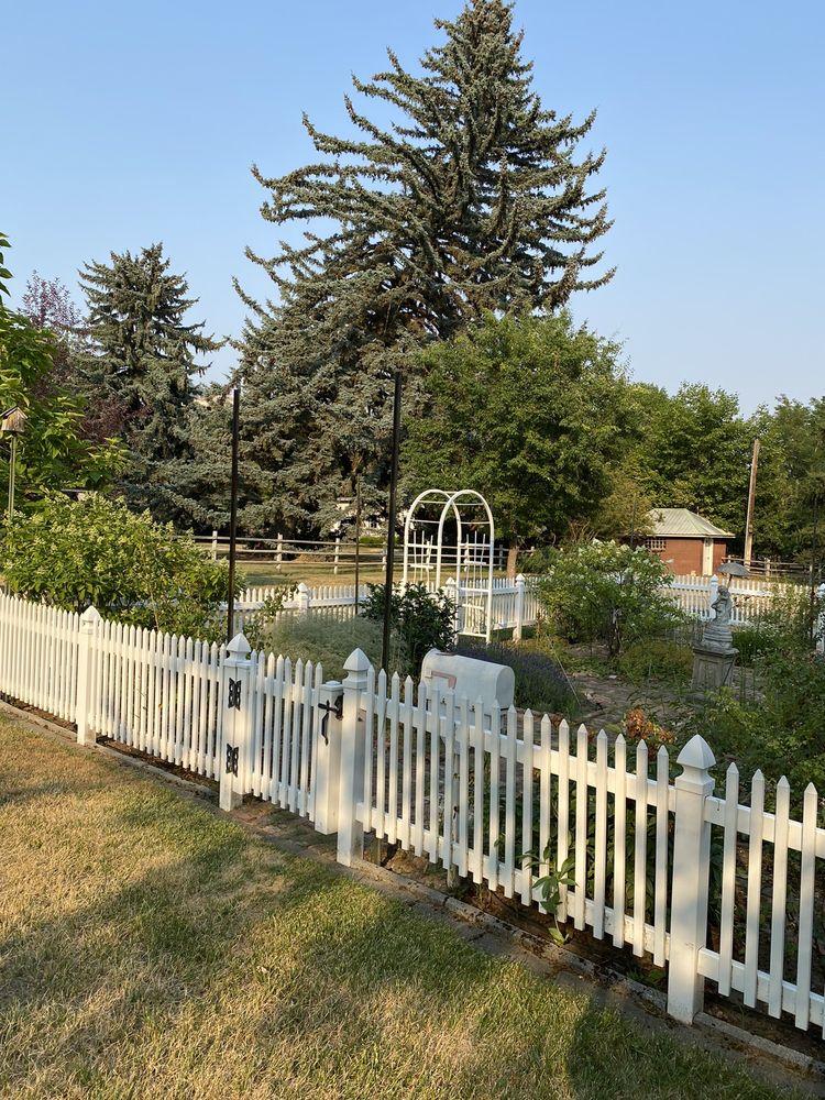 Gardenview Estate Bed & Breakfast: 719 Highway 395 N, Kettle Falls, WA
