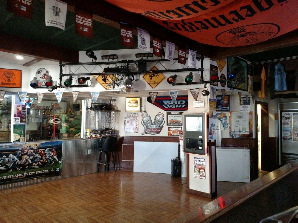 Cottonwood Sports Bar And Supper Club: 13640 Bartow Rd, Fennimore, WI