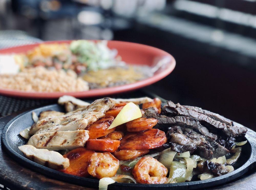 Casa Ramos Mexican Restaurant: 1136 S Mount Shasta Blvd, Mount Shasta, CA