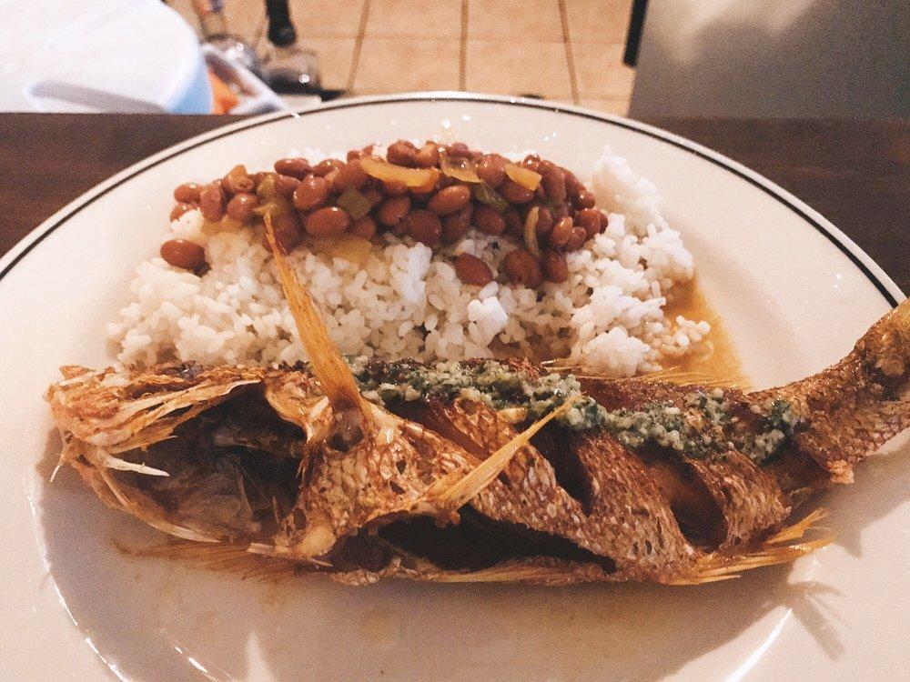 El Guayacán: Calle Flamboyan 134, Vieques, PR