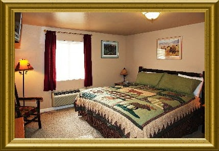 Buffalo Run Inn: 60117 State Route 20, Marblemount, WA