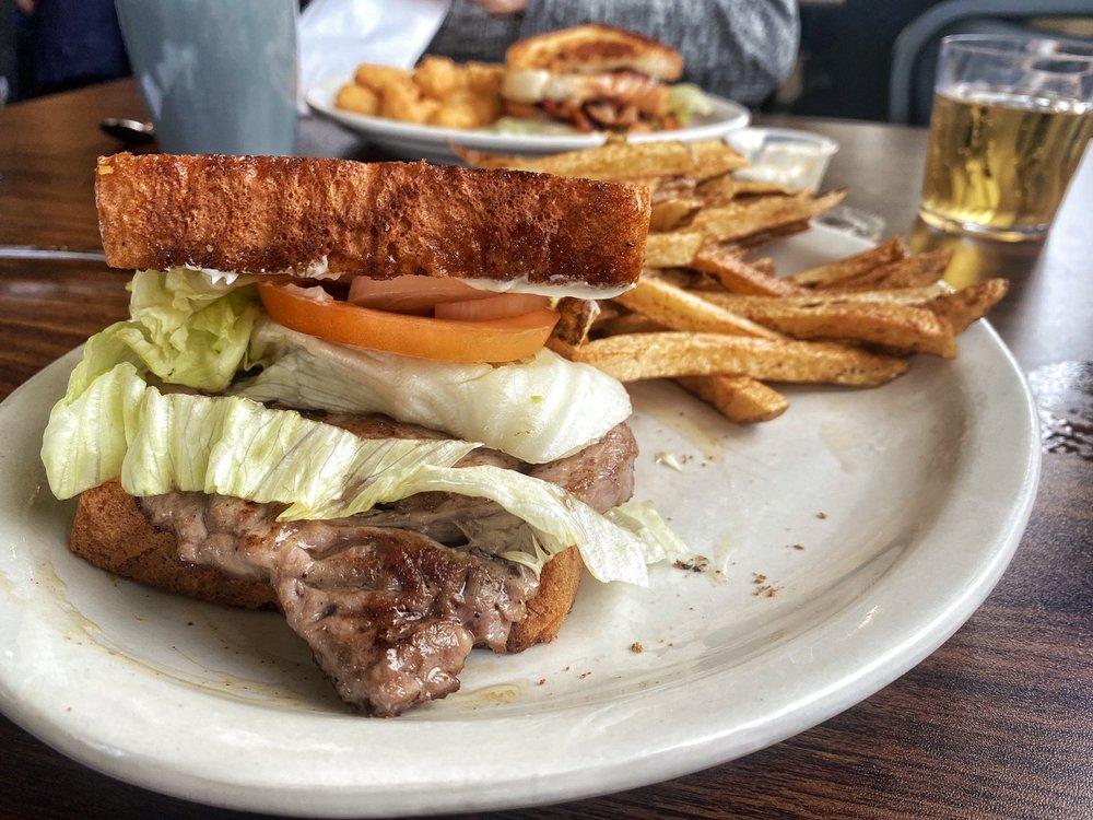 Flo's 66 Diner: 1019 Old Rte 66, Saint Robert, MO