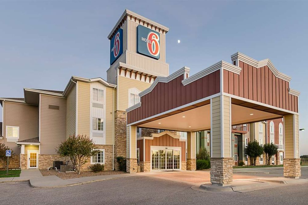 Motel 6 - Park City: 1075 E Hopalong Cassidy Cir, Park City, KS