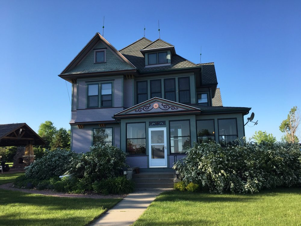 Steever House Bed & Breakfast: 46850 276th St, Lennox, SD