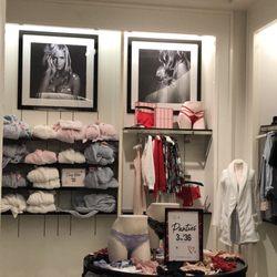0d60f2a694 Victoria s Secret - CLOSED - 11 Photos   33 Reviews - Lingerie - 401 NE  Northgate Way