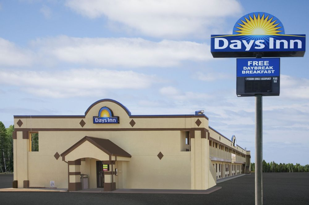 Days Inn by Wyndham Richmond: 5775 National Rd East, Richmond, IN