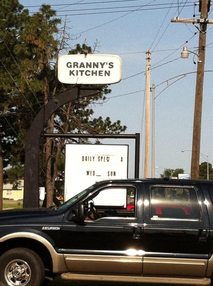 Granny's Kitchen: 925 10th St, Great Bend, KS