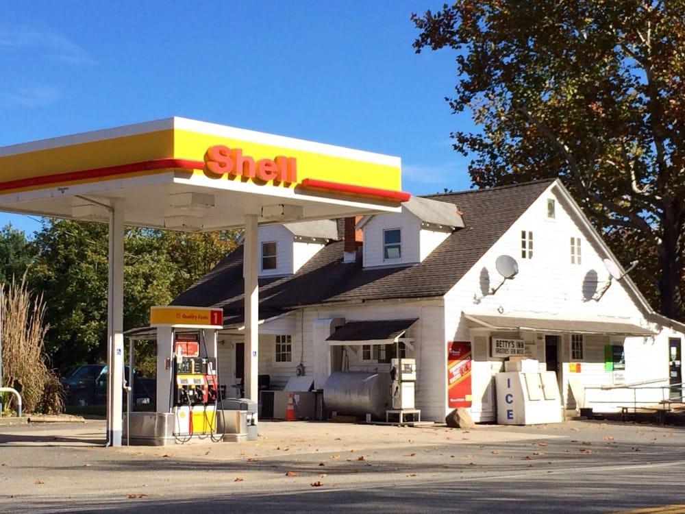 Betty's Inn: Shell Gas Station, Rappahannock Academy, VA