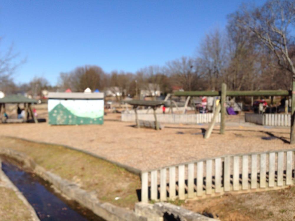 Deer Park: 1664 Harle Ave, Cleveland, TN