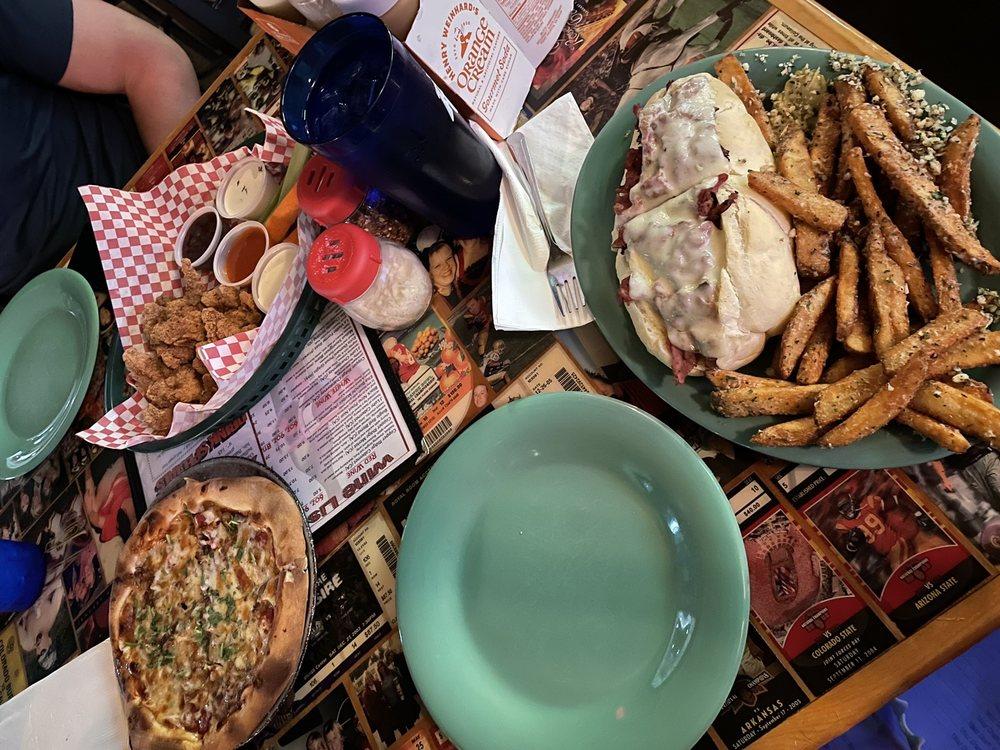 Capones Pub & Grill: 751 N 4th St, Coeur D Alene, ID
