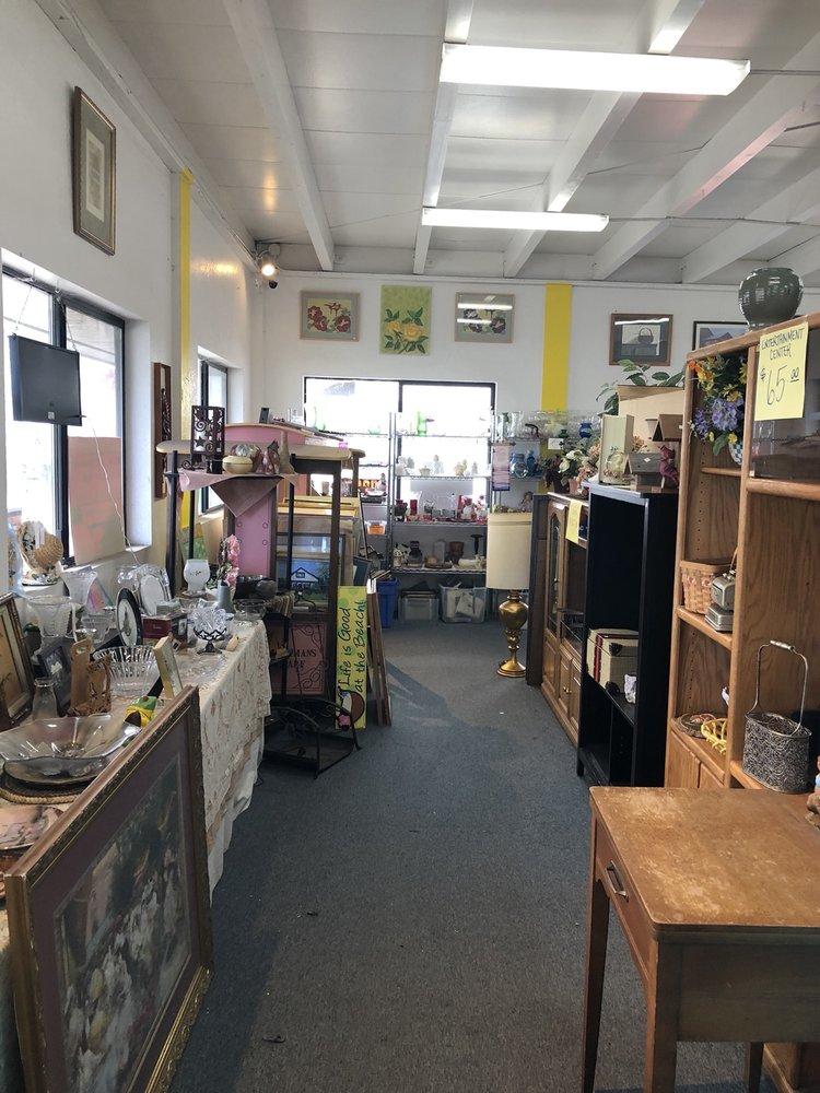 Miranda's Rescue Thrift Store: 822 S Fortuna Blvd, Fortuna, CA