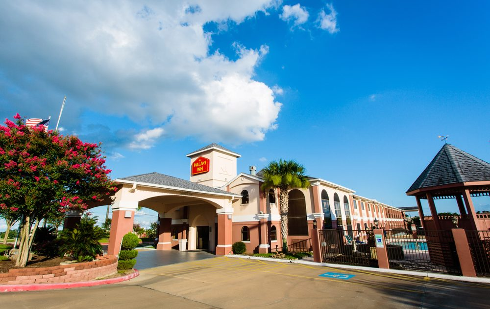 Palace Inn: 555 Hwy 290 W, Brenham, TX