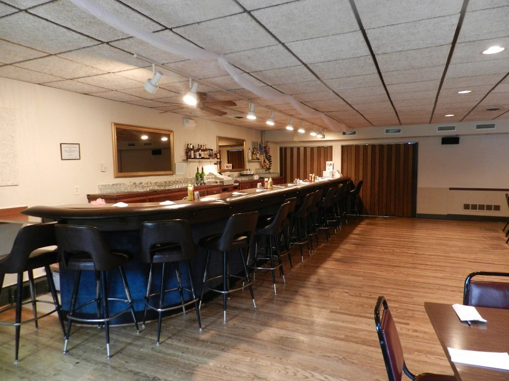 Happy's Place: 2323 Rockdale Rd, Dubuque, IA