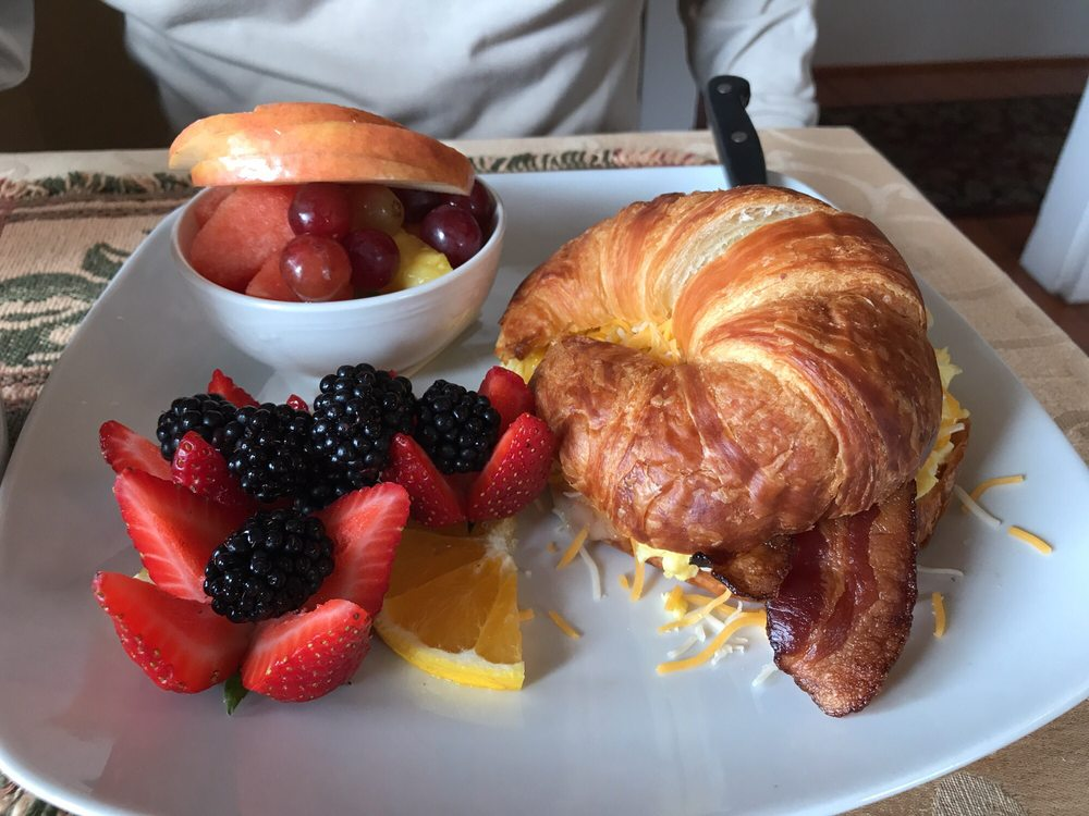 Pink House Cafe: 242 D St, Independence, OR