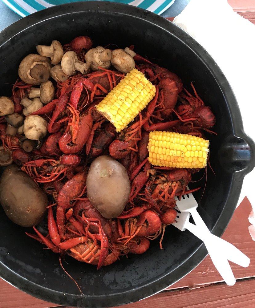 The Crawfish Junkie: 23215 Hwy 6, Alvin, TX